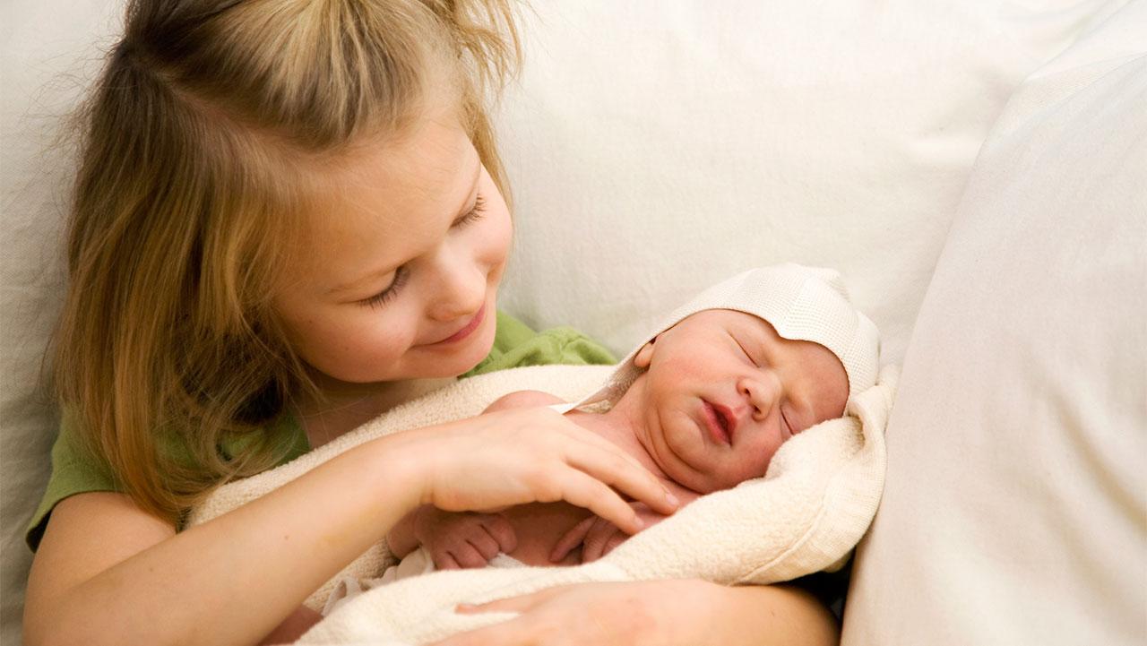 Blended families: having a new baby | Raising Children Network