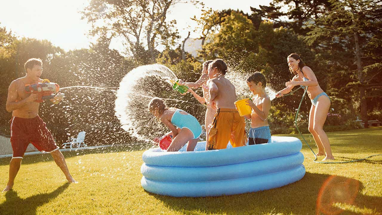 Swimming pool hygiene for families | Raising Children Network