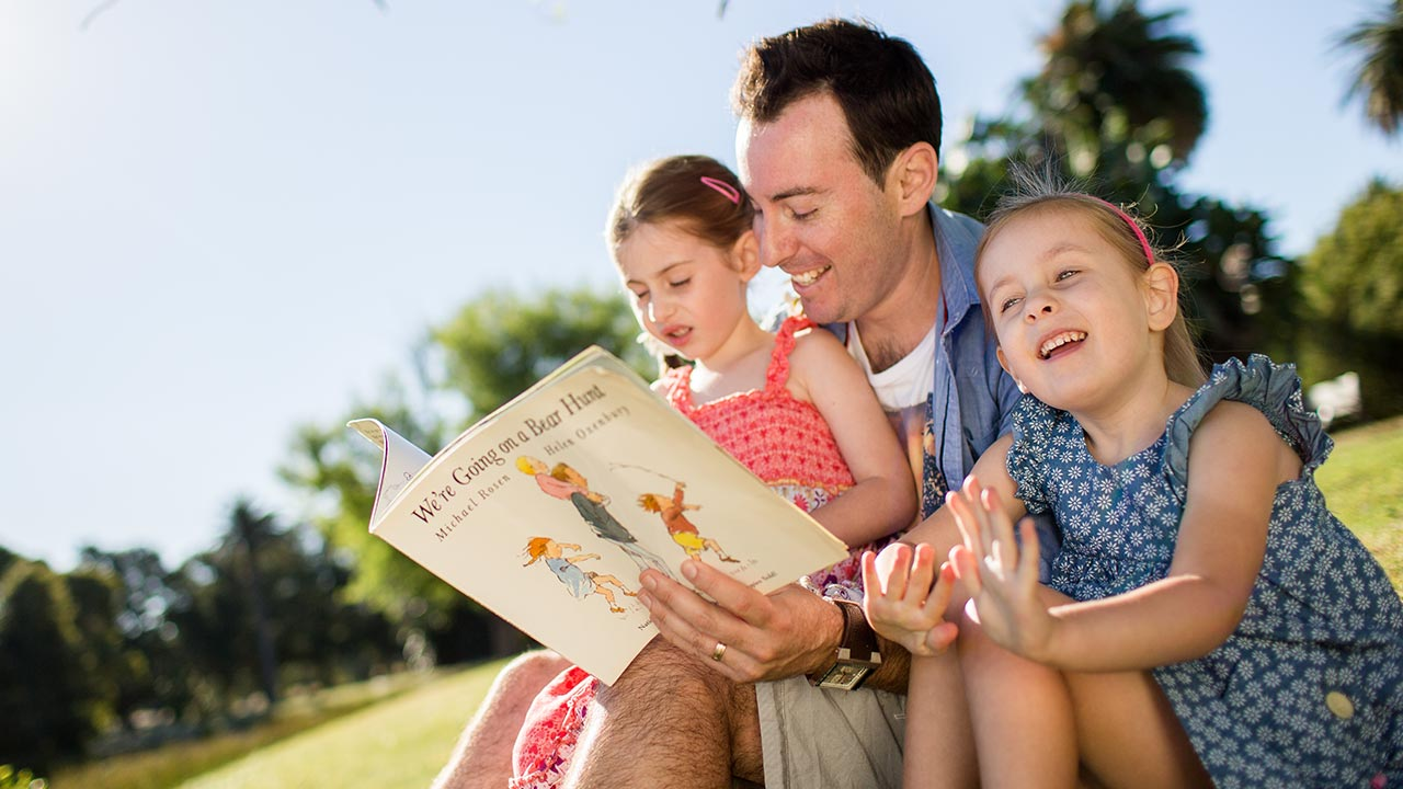 Dad Talk 8 Tips On Reading To Your Kids >> Reading And Storytelling With Children Raising Children Network